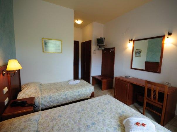 hotel itanos sitia